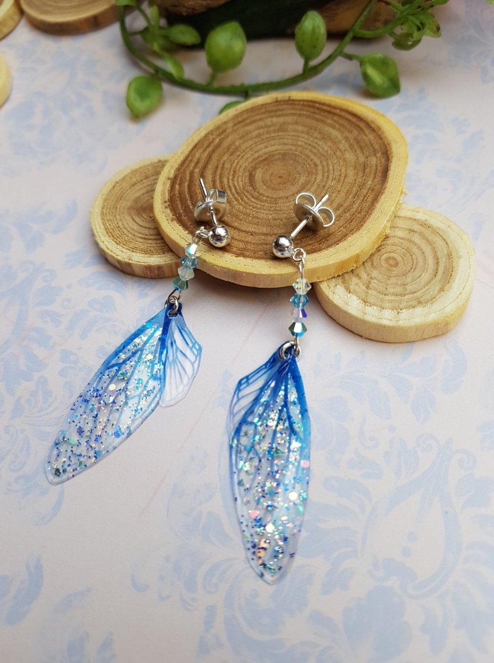 Boucles d'oreille ailes de fée bleues argenté brillant, bijou de fée