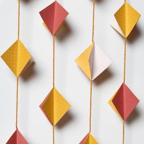 Guirlande en papier - losange 3d - jaune moutarde, rouge ...