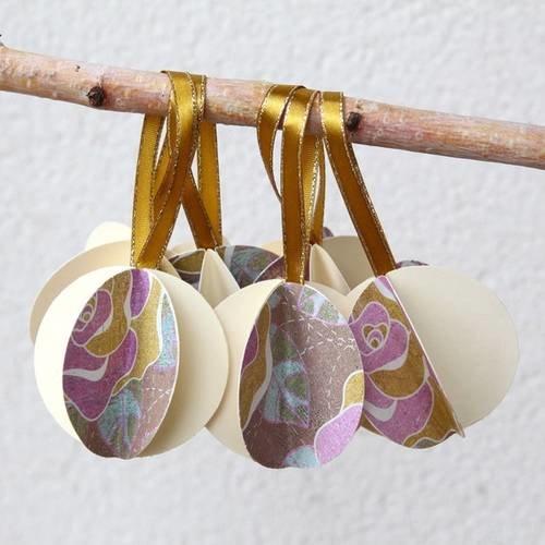 7 boules de noël en papier illustré, mauve, taupe, crème motif