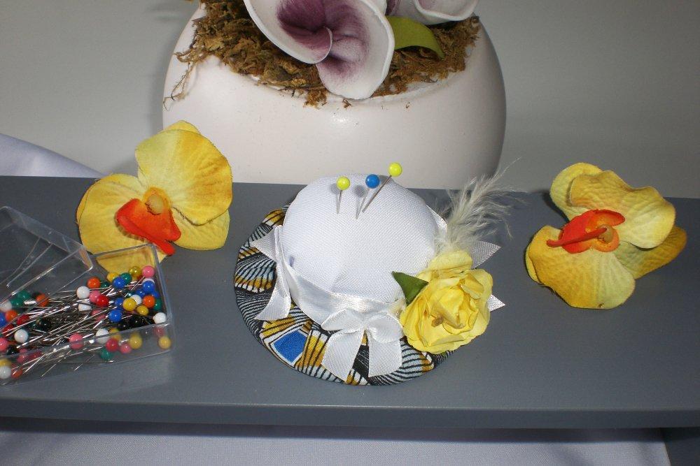 Pique épingles chapeau  blanc