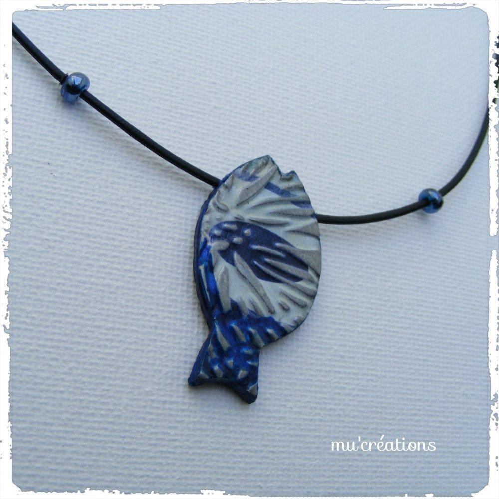 collier poisson bleu