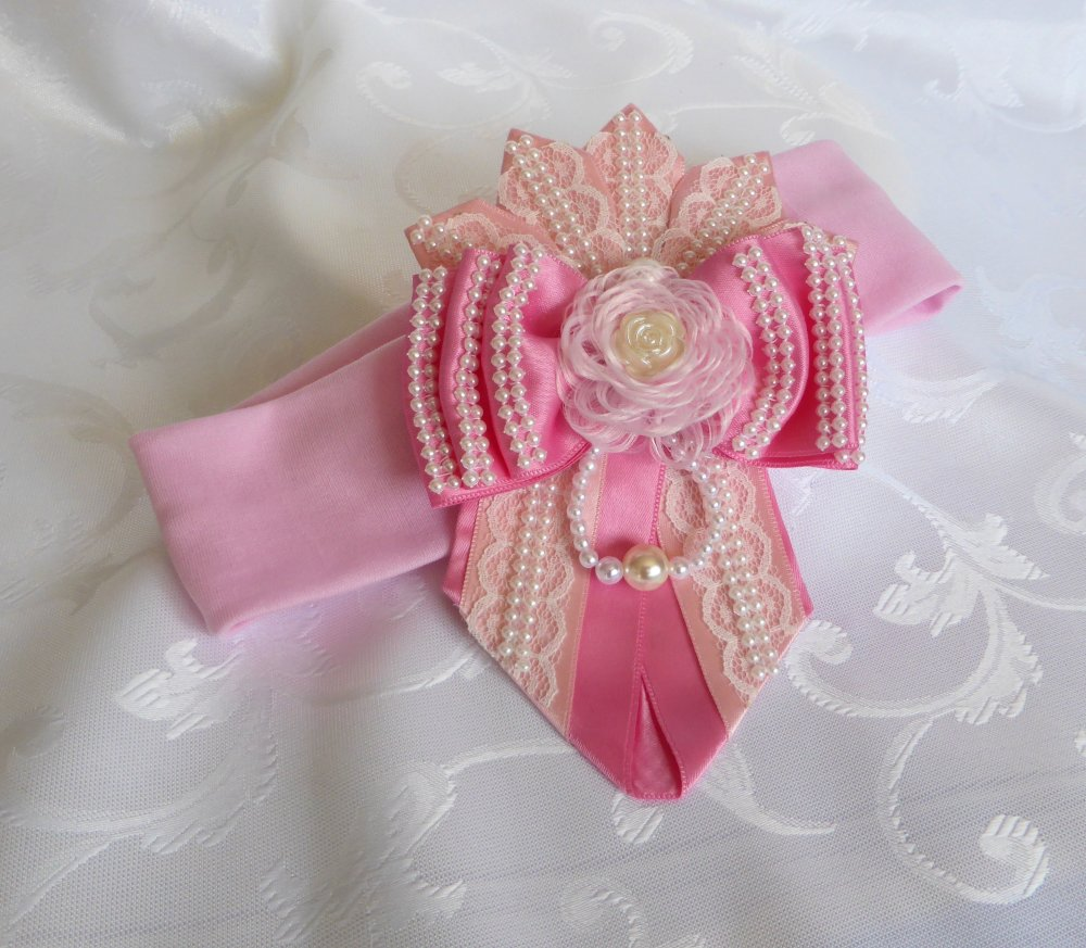 bandeau cheveux rose avec dentelle et perles