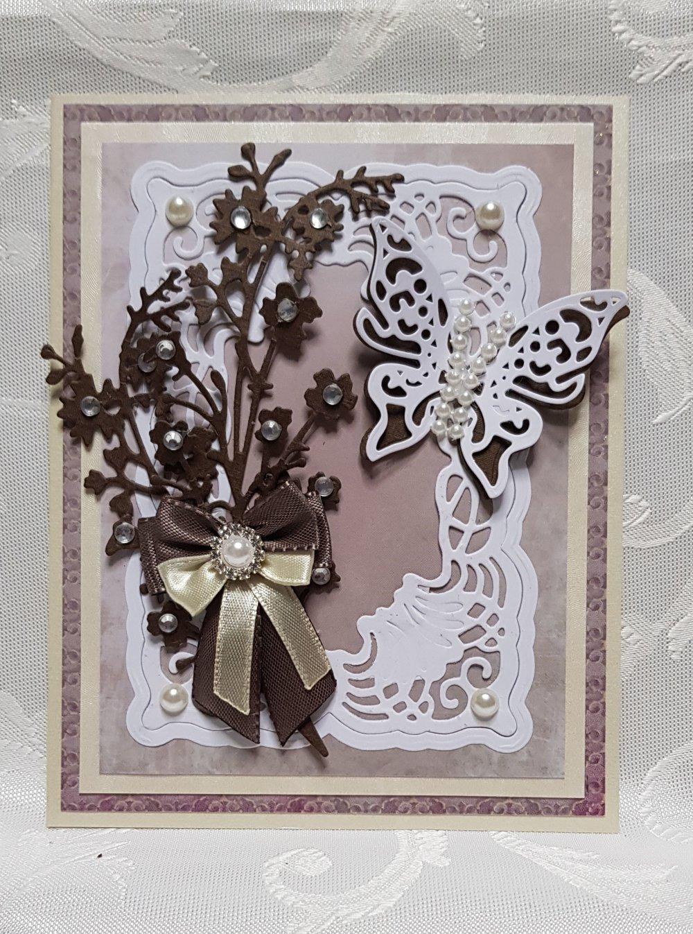 carte avec papillon et fleurs