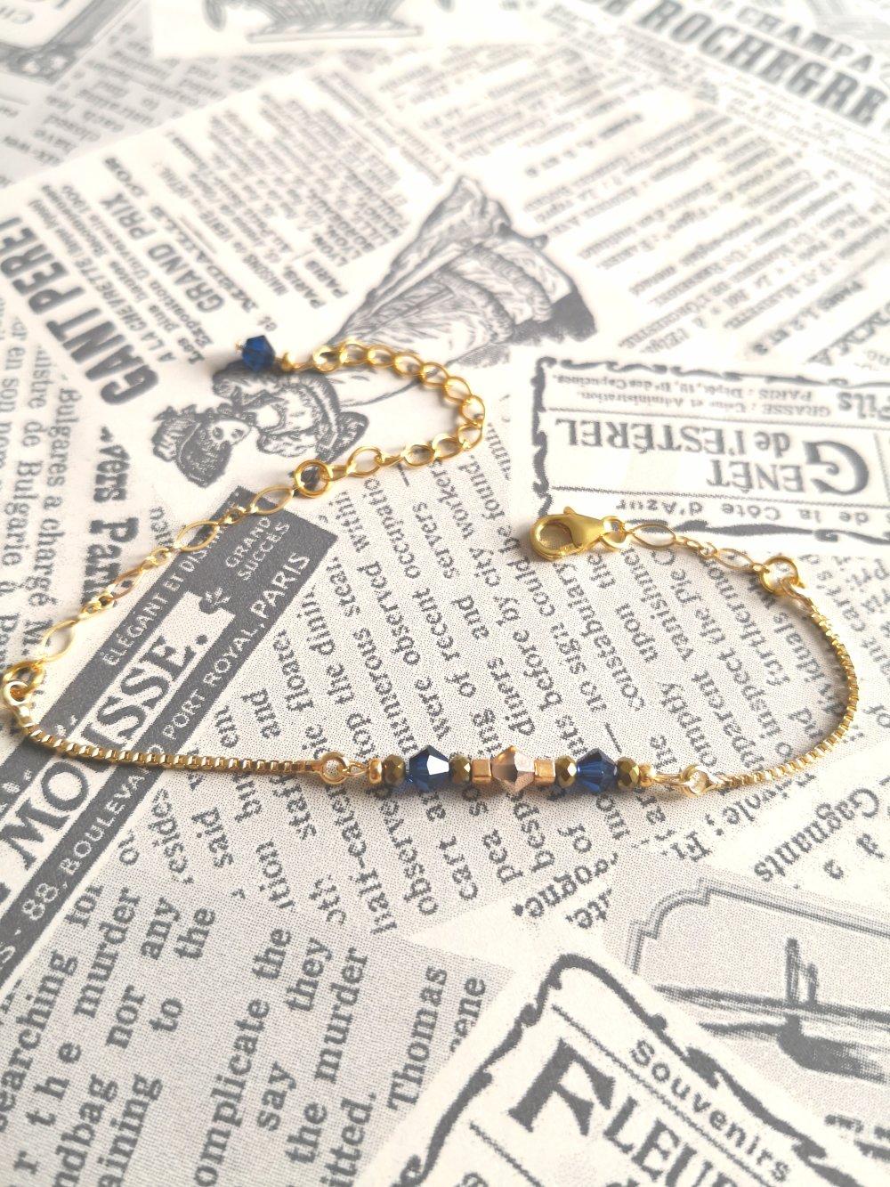 Bracelet fin en métal doré à l'or fin , cristal bleu saphir