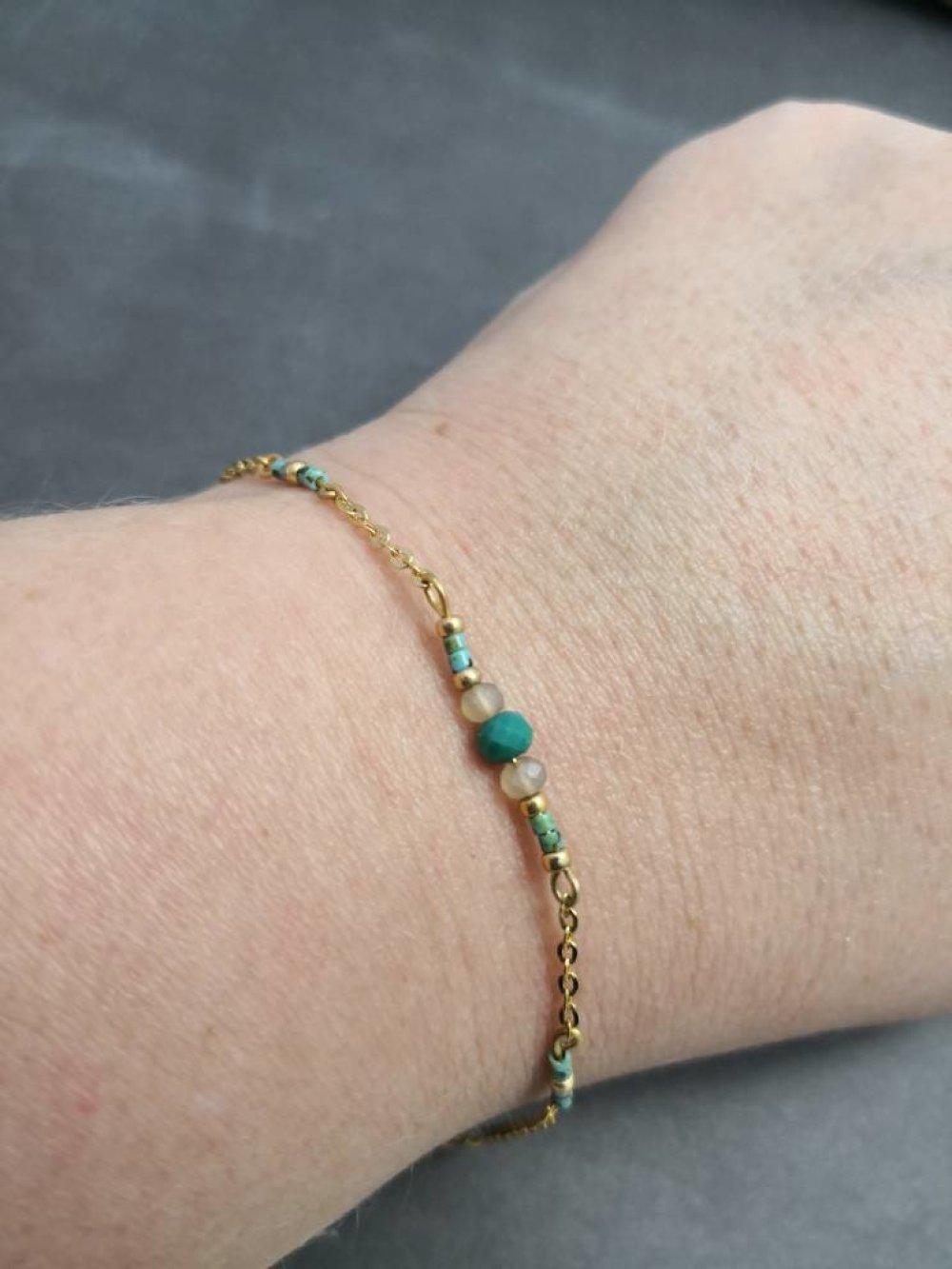 Bracelet fin en métal doré à l'or fin , miyuki, cristal et turquoise