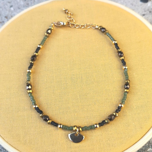 Bracelet breloque coquillage en perles de verre et acier doré