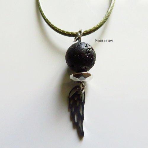 Collier pour homme pierre de lave noir et aile en acier inoxydable argent