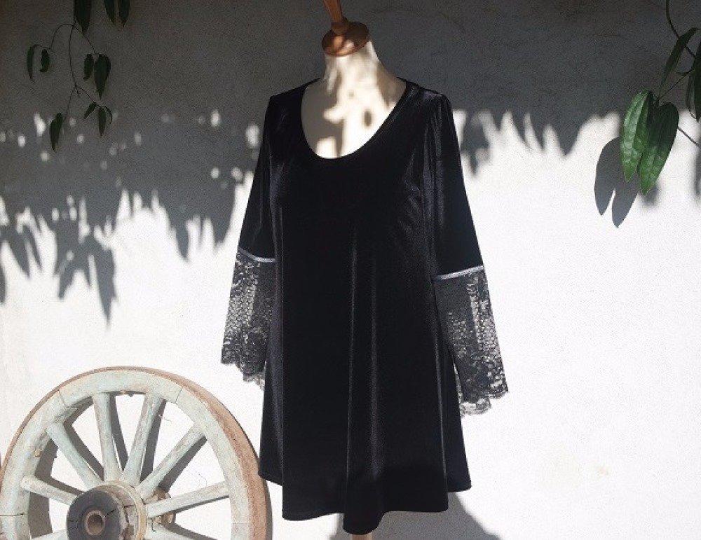 robe trapèze évasée en velours et dentelle noirs manches longues