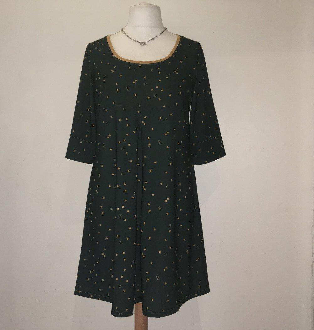 Robe trapèze ample en crêpe de polyester vert foncé motifs géométriques or