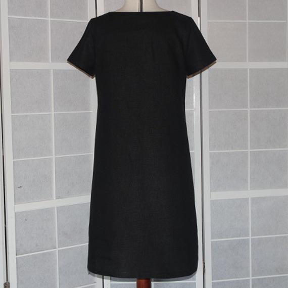 Robe trapèze en lin noir à manches courtes
