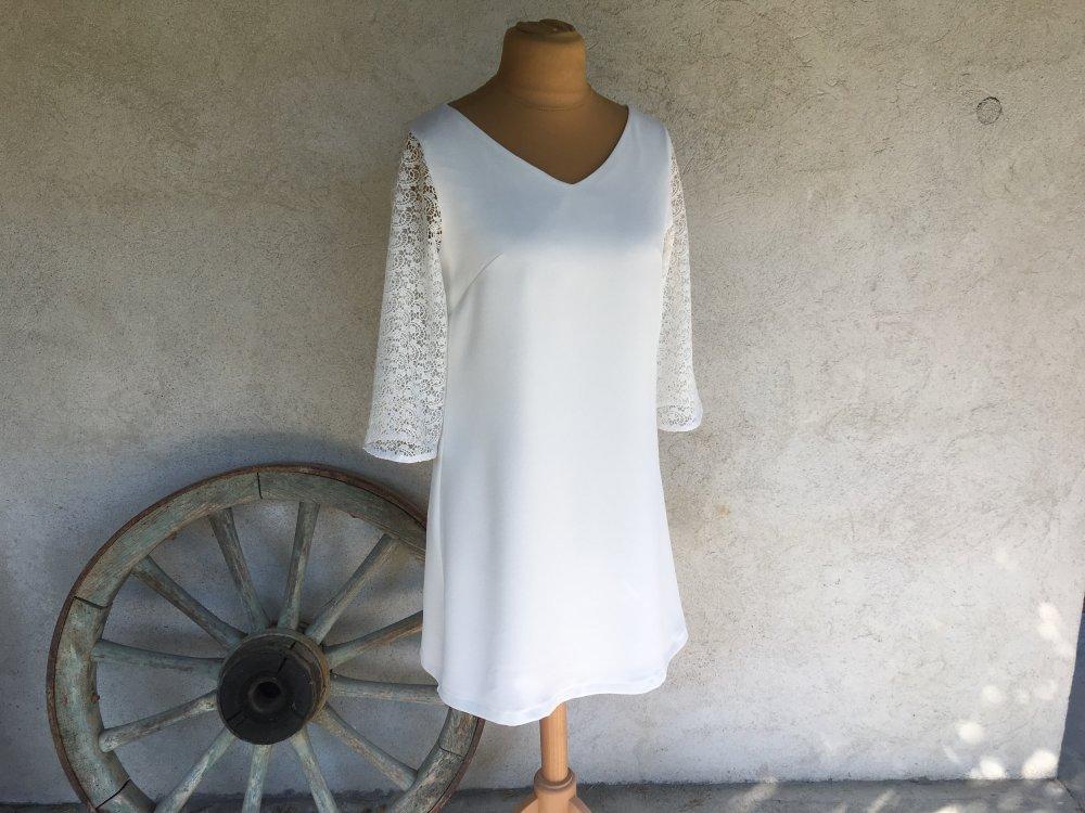 Robe Trapeze Ample Blanc Casse Encolure En V Manches En Dentelle Robe Mariage Civil Robe De Mariee Courte Realisee Sur Mesure Un Grand Marche