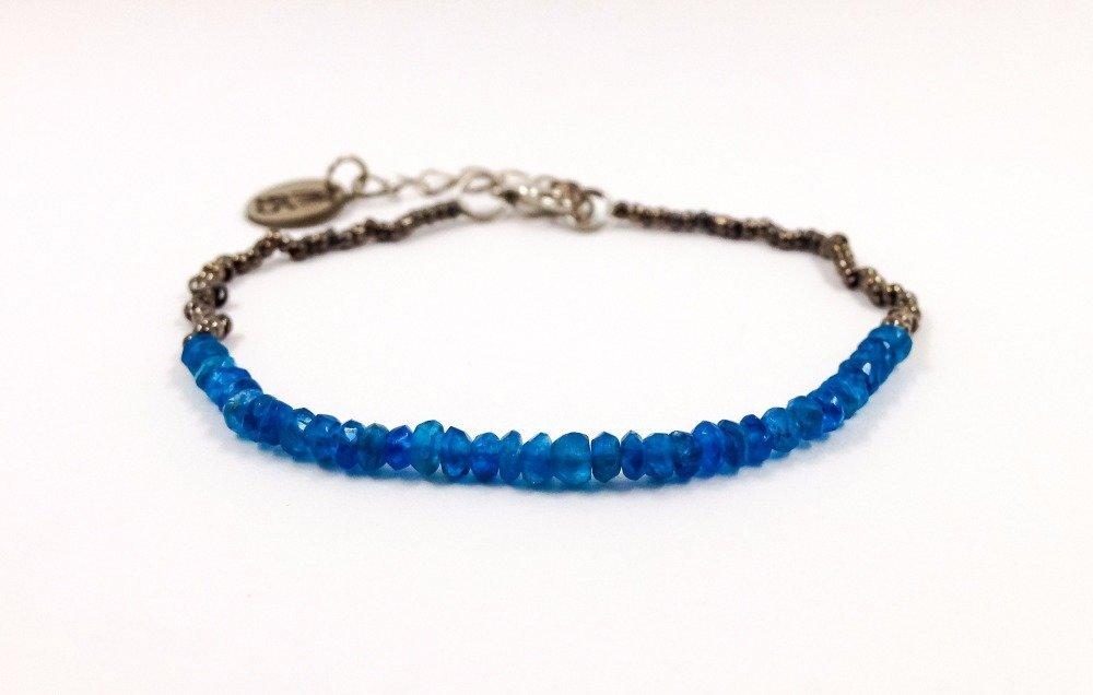 Bracelet de créateur Boho chic Pierres semi-précieuses apatite ronde facettée Rocailles métal argenté noir