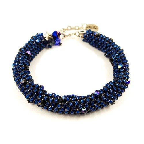 Vendu! bracelet de créateur boho chic tressé avec des rocailles bleu marine cristaux ronde facettée