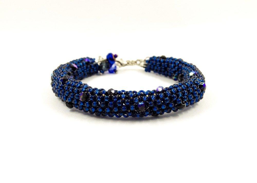 Bracelet de créateur Boho chic Tressé avec des rocailles bleu Marine Cristaux ronde facettée