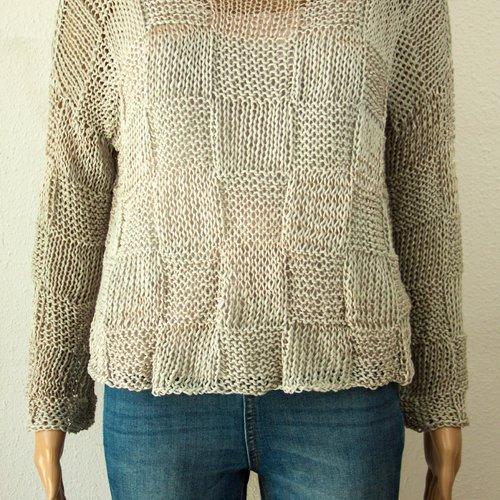 Pull boho chic tricot à la main léjères aéré grosses mailles squares coton viscose gris clair