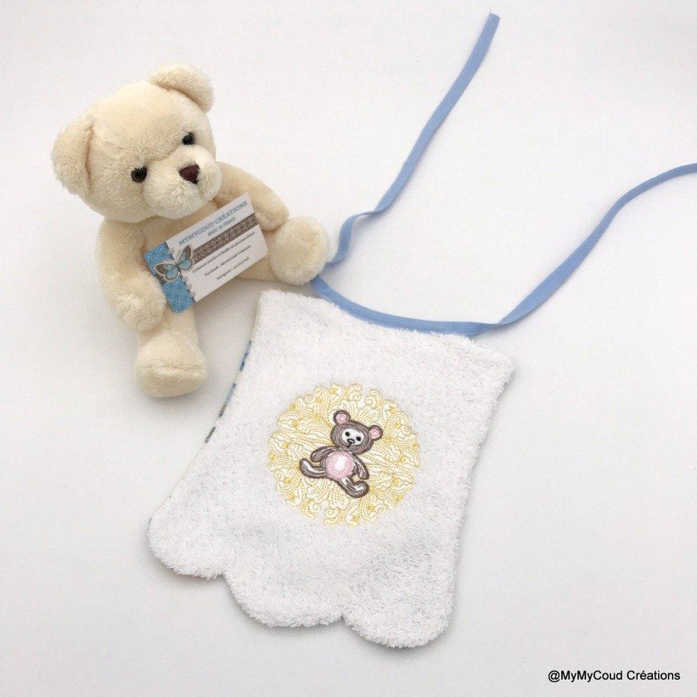Bavoir bébé festonné brodé ours