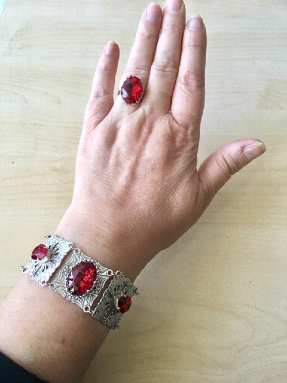 Bracelet Victorien argent avec cabochons de cristal Swarovski rouges, bracelet gothique, bracelet art nouveau