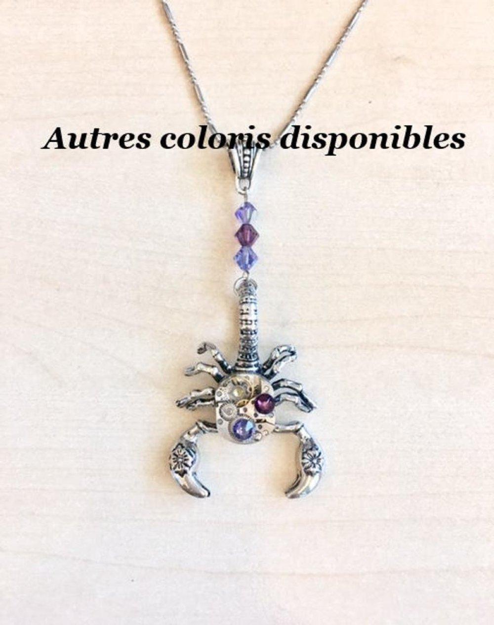Collier steampunk Le Scorpion avec mécanisme de montre, rouages, engrenages, cristal Swarovski bleu