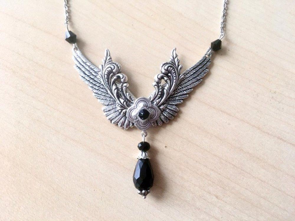Collier gothique victorien avec ailes argent et cristal Swarovski noir, chaîne acier inox