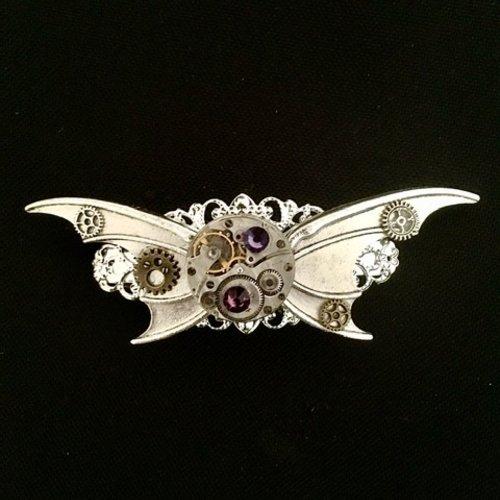 Grande barrette steampunk avec ailes chauve souris, mouvement de montre, strass swarovski violet