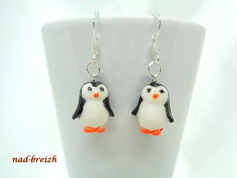Boucles d'oreilles Pâte Fimo Polymère Hiver Froid Noël Pingouins Noir et blanc - Fait Main