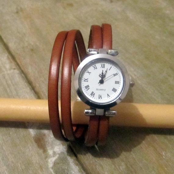 montre sur bracelet cuir