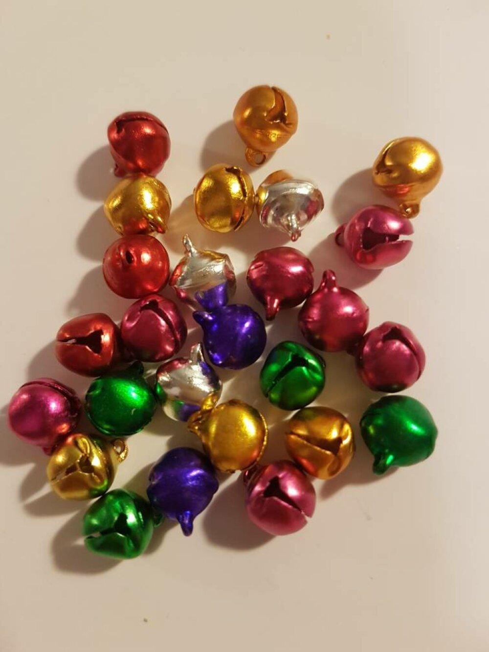 10 grelots de différentes couleurs embellissement de noel pour scrapbooking