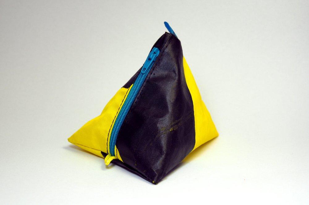 Porte-monnaie jaune et noir en aile de kitesurf upcyclée
