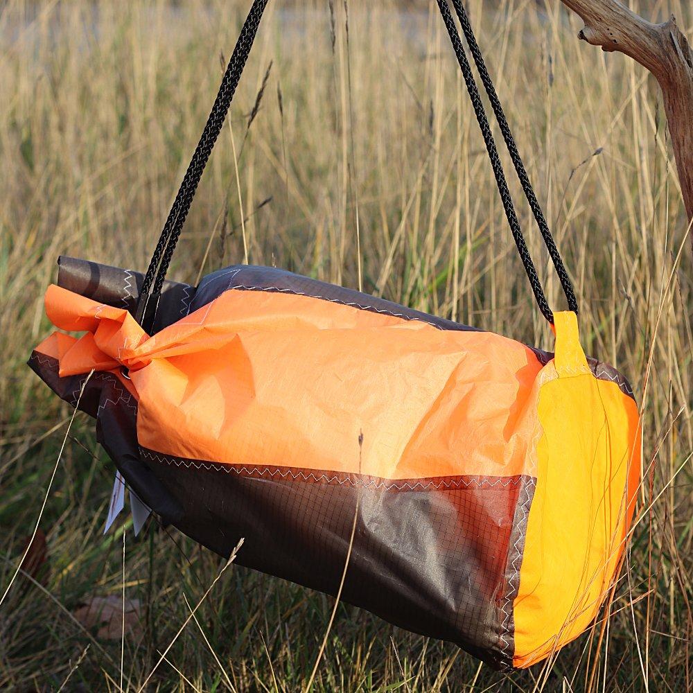 Sac matelot orange et gris en toile de kitesurf upcyclée