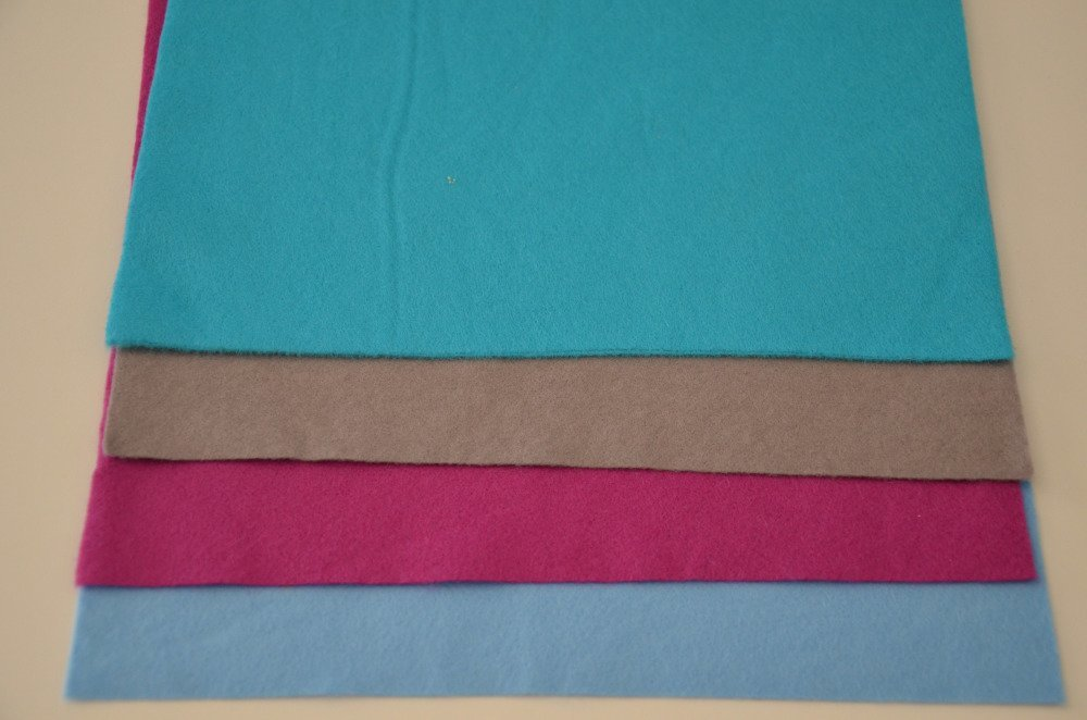 4 coupons de feutrine de viscose fine- 4 couleurs