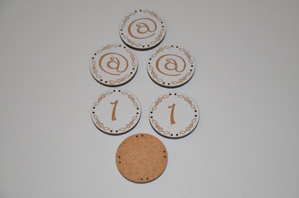 6 boutons ronds et plats en aggloméré - motif arobase et 1 - blanc