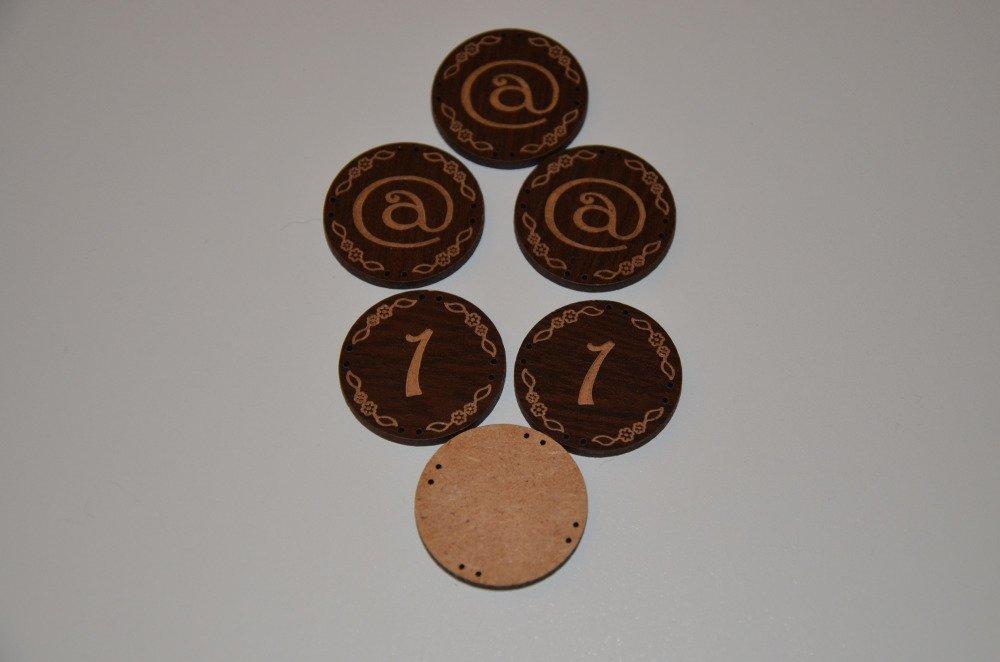 6 boutons ronds et plats en aggloméré - motif arobase et 1 - marron
