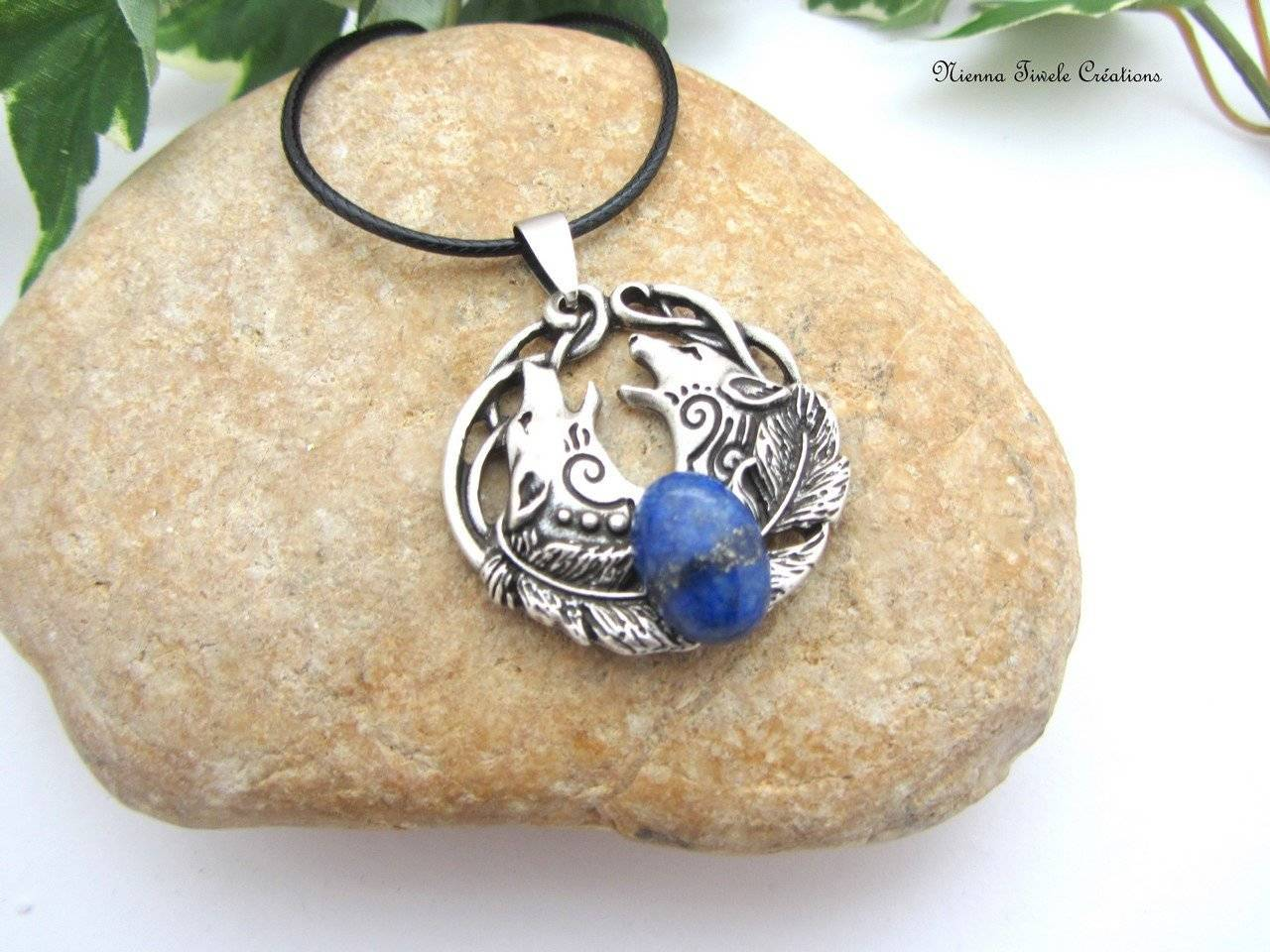 Collier lapis lazuli, médaillon rond, loup, viking,homme, femme