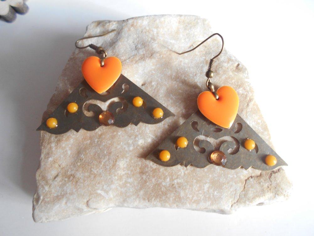 boucle d'oreille bronze pendentif triangle sequin émaillé coeur cabochon orange