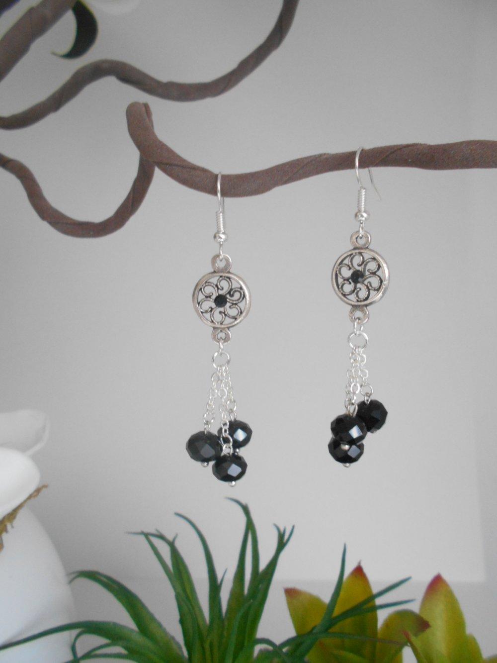 boucles d'oreille connecteur rond argentée perles facettées noires