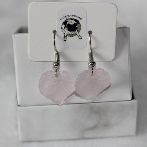 Boucles d'oreilles feuille rose clair translucide