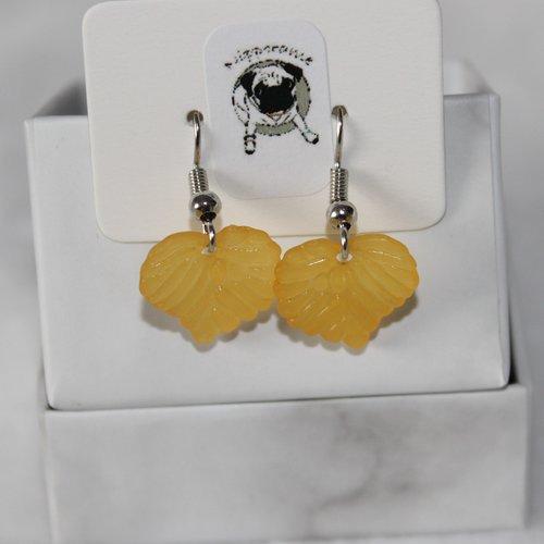 Boucles d'oreilles feuille jaune foncé translucide