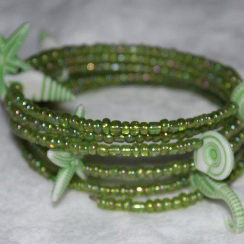 Bracelet coquillages verts - mémoire de forme - perles de rocaille (verre)