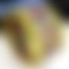 Manchette cuir jaune ethnique et or fermoir aimanté  or.