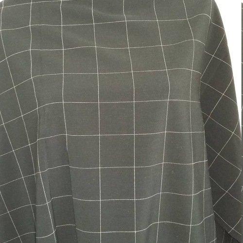 Coupon De Tissu Noir Avec Grands Carreaux Blancs Un Grand
