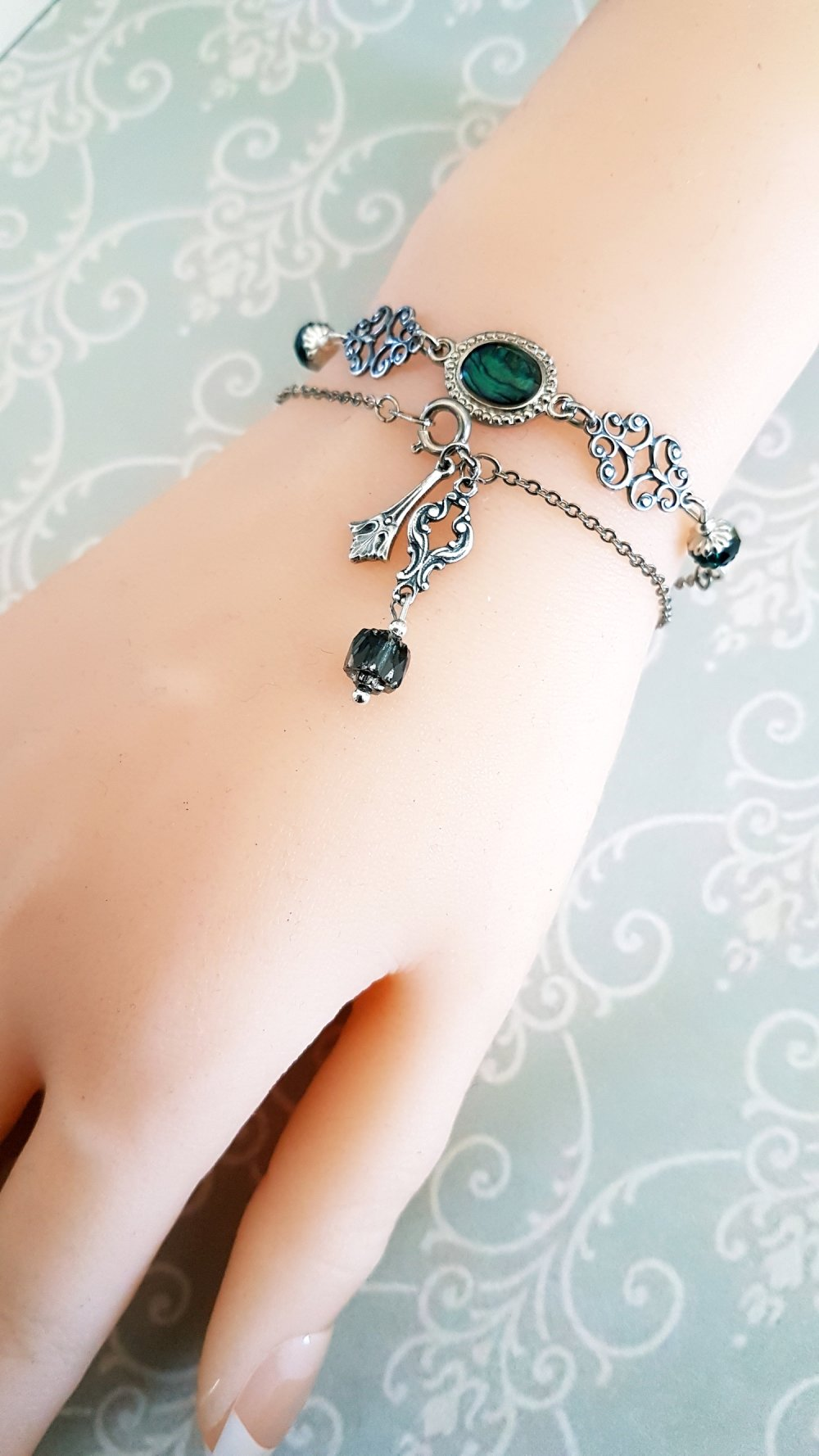 Bracelet non réglable hippie chic Gipsy perle verte romantique bohème bohémienne antique vintage style rétro ancien argent style unique