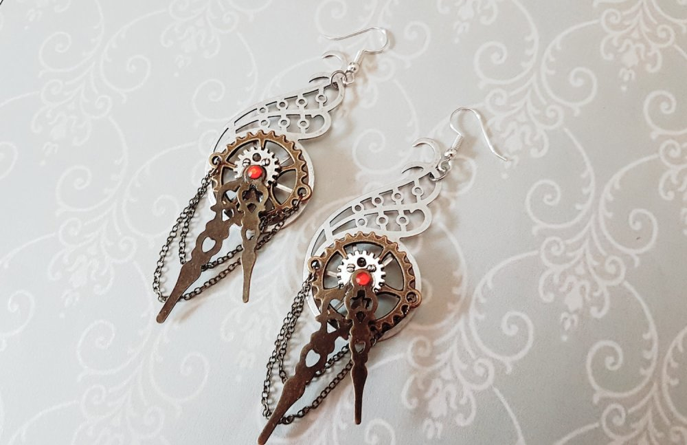 Boucle d'oreille steampunk originale unique engrenage rouage style rétro antique vintage crochet d'oreille couleur argent aiguille montre