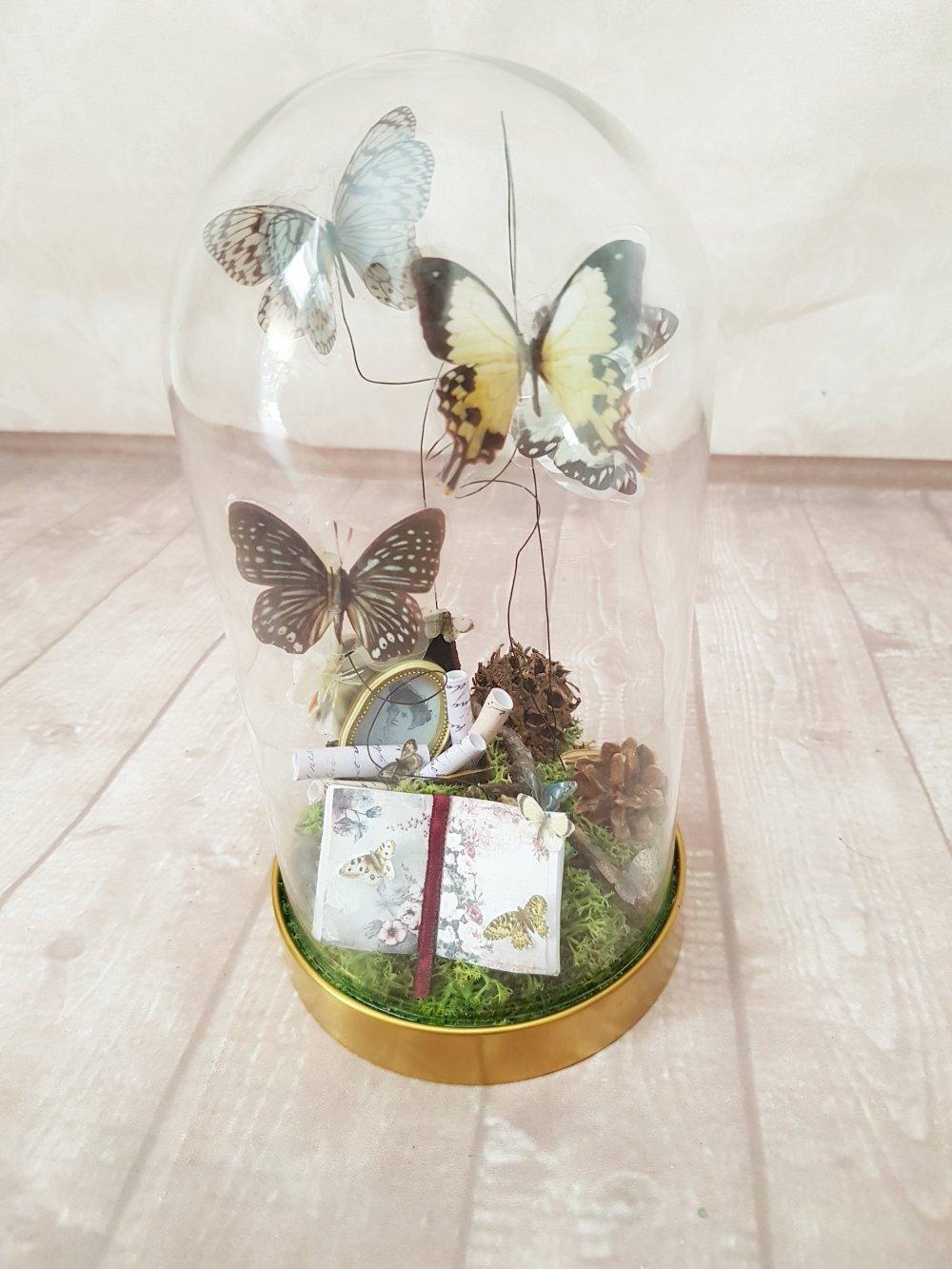 Que Mettre Sous Une Cloche En Verre cabinet cloche sous verre forme dôme thème papillon nature forêt cabinet  curiosité saison printemps papillon exotique taxidermie