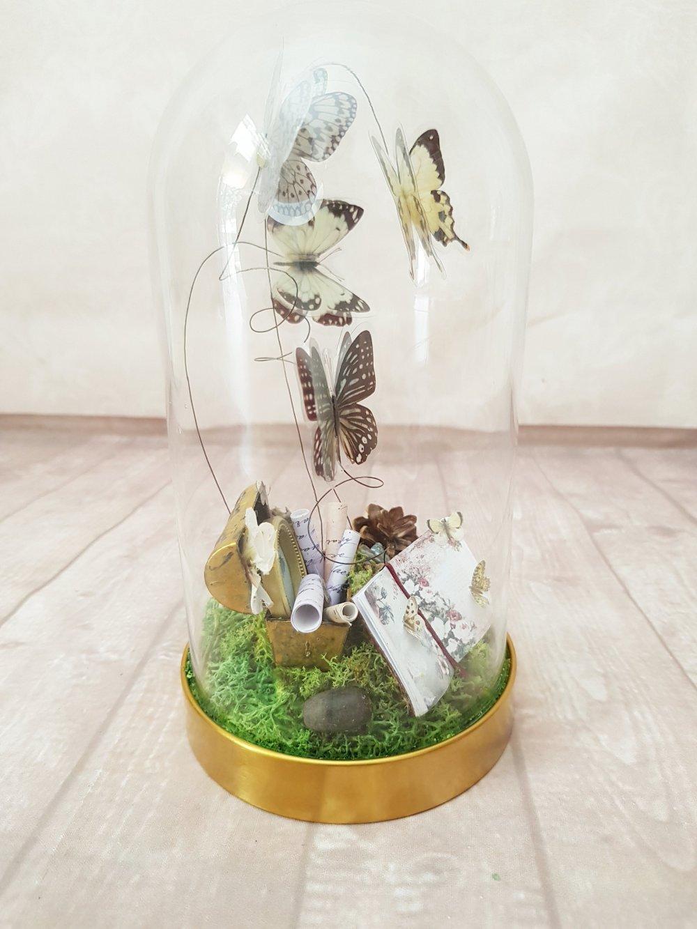 Cabinet cloche sous verre forme dôme thème papillon nature forêt cabinet curiosité saison printemps papillon exotique taxidermie