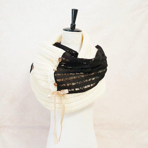 Snood col écharpe laine beige chaud hiver froid dentelle noire tricoté main adulte écharpe chaude moelleuse douce gros bouton marron bois