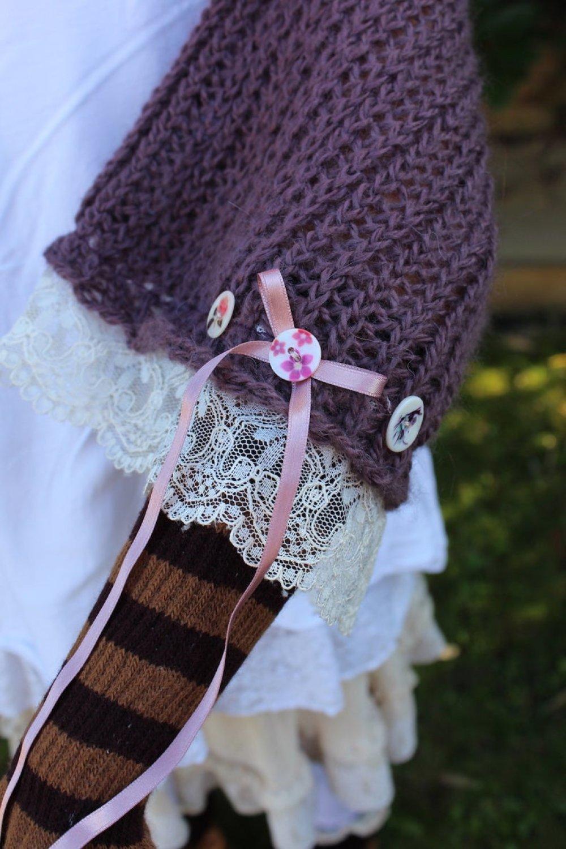 Pull châle automne hiver enfant fille couleur prune mauve dentelle beige tricot tricoté laine française mohair cache épaule chaud