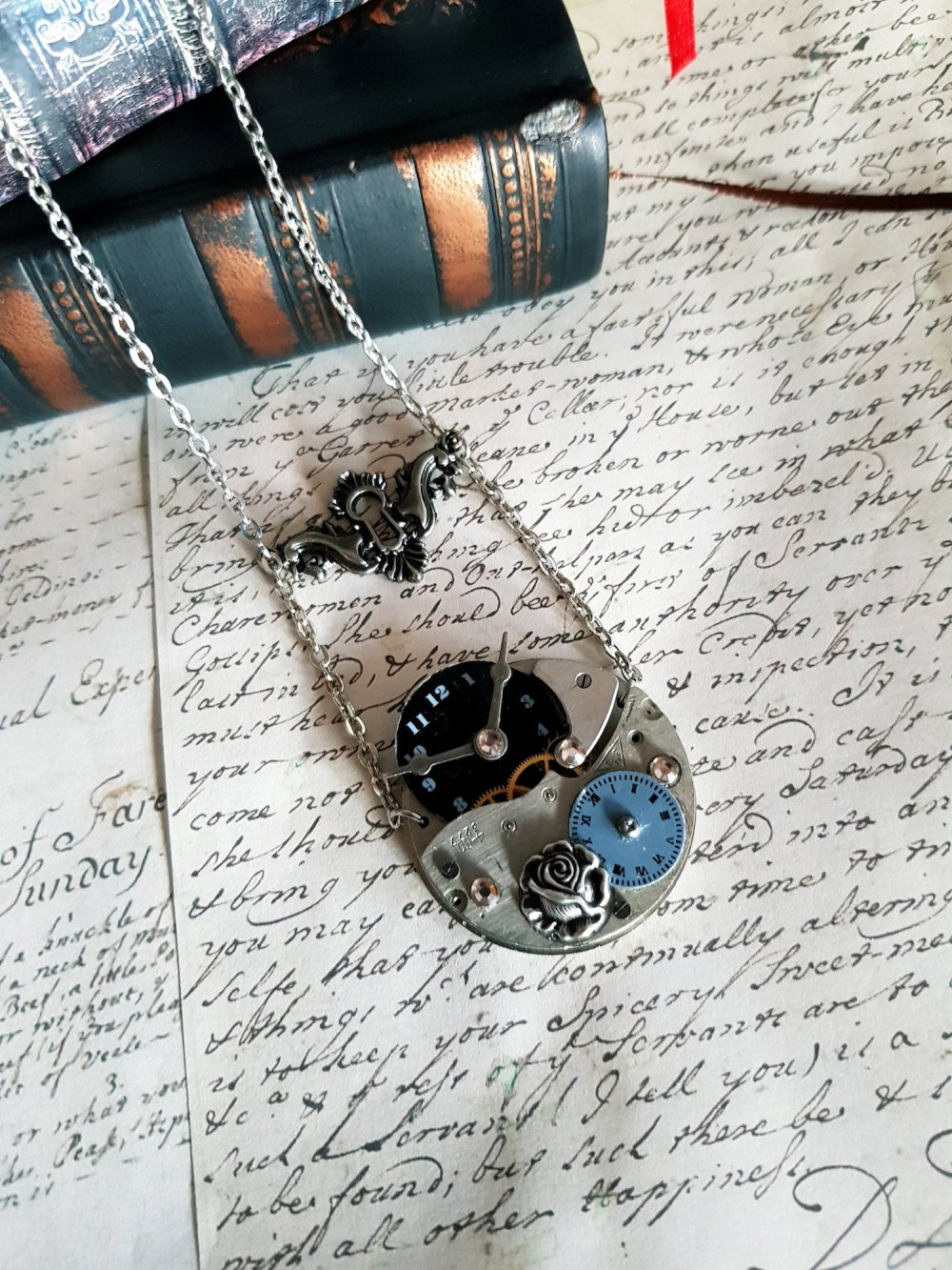 Collier pendentif steampunk mécanisme montre cadran montre horloge serrure aiguille heure fleur collier couleur argent antique vintage