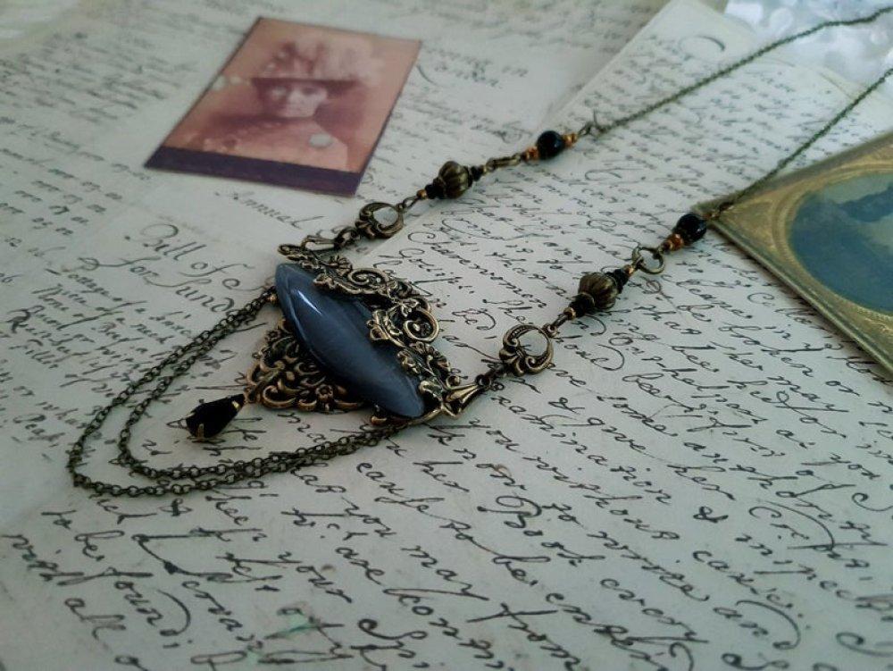Collier pendentif large cabochon gris estampe antique vintage rétro style ancien bohème collier couleur bronze perle noire chaine bronze