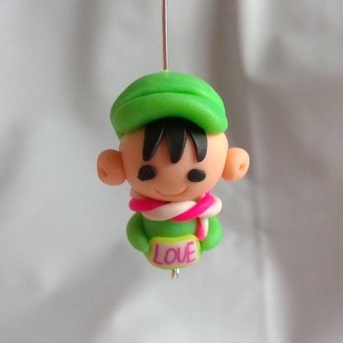 Perle petit garçon love personnage kawaïï en pâte polymère ou fimo