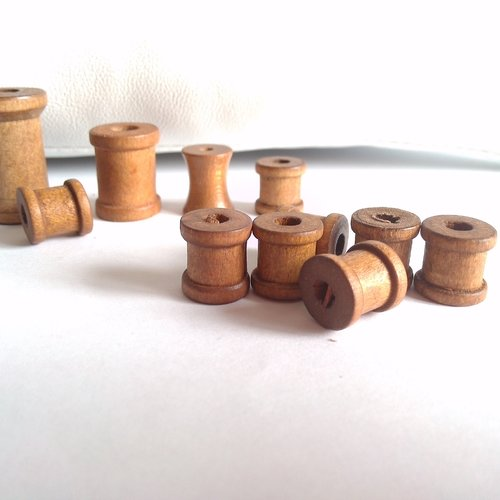 1 bobine en bois foncé 12x12mm